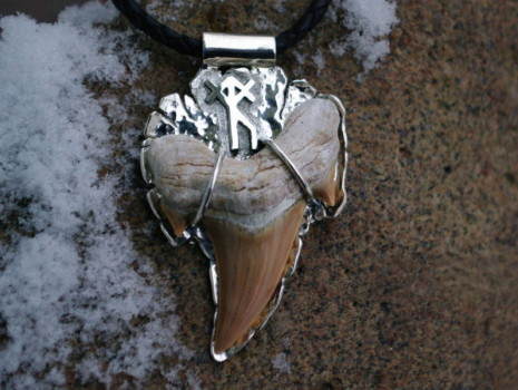 Значение амулета из зуба акулы в защитной магии