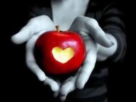 Как самостоятельно сделать приворот на яблоке