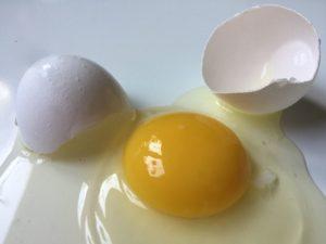 Обряд выявления магического воздействия яйцом