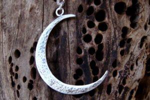 Талисманы для Рака - серебряная луна