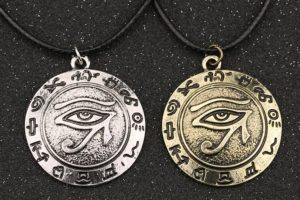 Амулет глаз Гора - символ солнца и луны