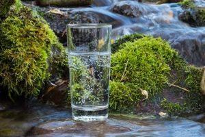 Как снять порчу и сглаз самостоятельно с помощью воды