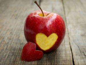 Гадание и приворот на яблоко