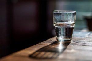 Заговор от зубной боли на родниковую воду