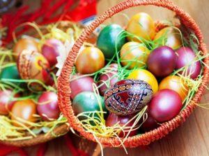 Традиционное окрашивание яиц