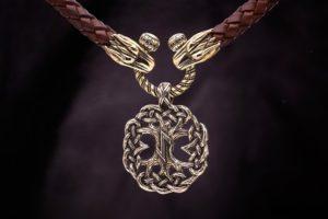 Защитная магия Руны Эйваз - талисманы и амулеты